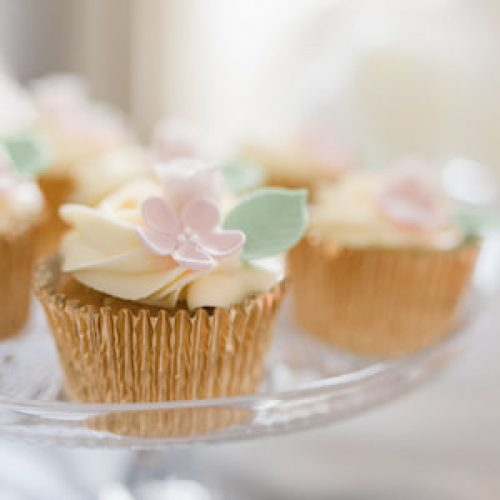 close-up-buttercream-cupcake-with-pink-sugar-flower_orig (1)